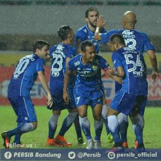 Kembang Api Nodai Kemenangan Persib atas Barito di Stadion Pakansari Bogor