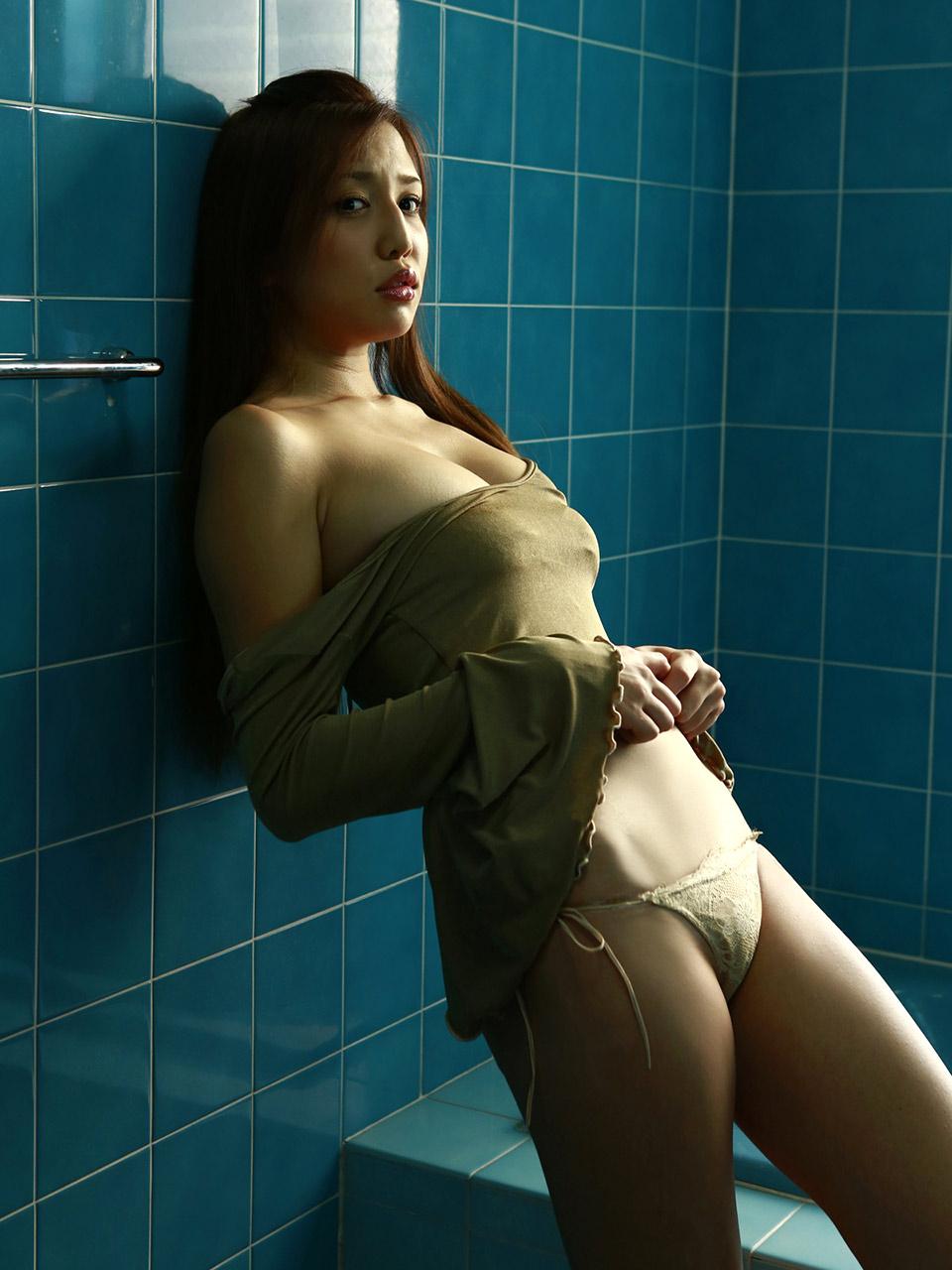 manami marutaka hot bikini pics 01