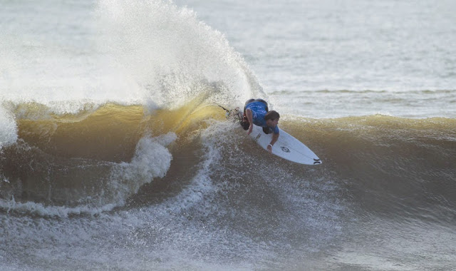 32 2014 Moche Rip Curl Pro Portugal Brett Simpson USA Foto ASP Damien Poullenot Aquashot