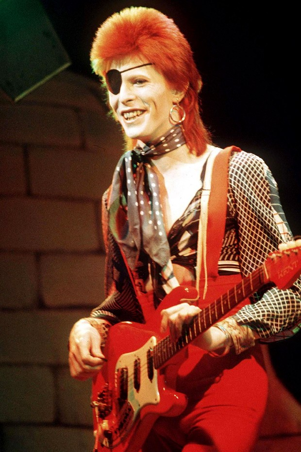 "Os piores penteados  das celebridades dos anos  80 e 90 : ""Mullets"""