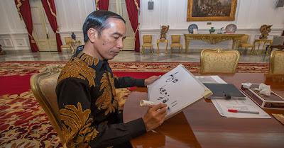 Presiden Republik Indonesia Menegaskan : Tak Ada Pergantian Panglima TNI !! - Commando