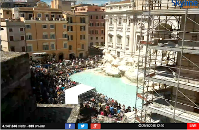Guarda in diretta streaming la Fontana di Trevi a Roma