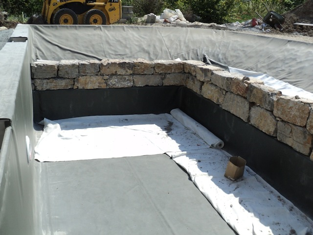 piscine naturelle en r gion paca 3 les tapes d 39 une construction d 39 une piscine naturelle. Black Bedroom Furniture Sets. Home Design Ideas