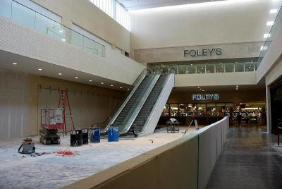 Located in Davenport, IA - NorthPark Mall is a shopping center featuring Barnes & Noble, Sears, Dillard's, Build-A-Bear Workshop and many more stores and restaurants.