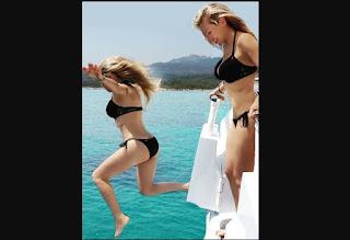 Thalia disfruta en el Mediterraneo