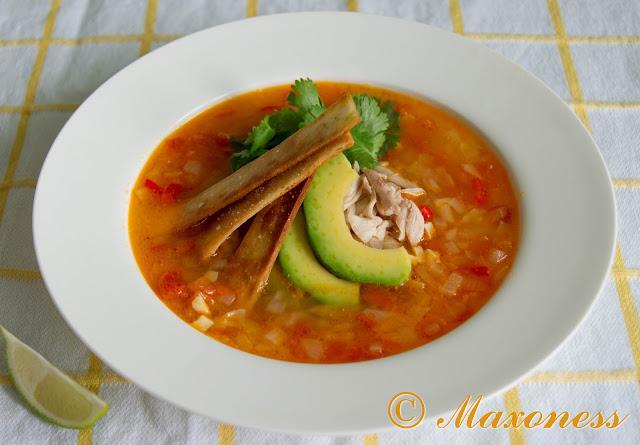Куриный суп с тортильей. Мексиканская кухня