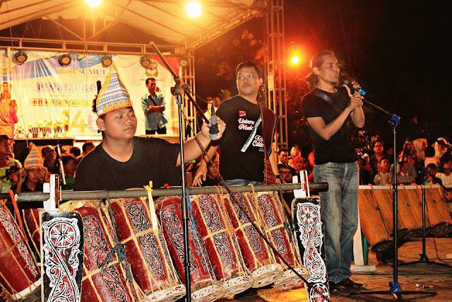 aksi dari Kreativitas Anak Muda Siantar TARI CAWAN Seni Budaya Batak Ramaikan HUT Kota Pematangsiantar di Lapangan Adam Malik