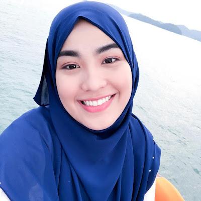 Selfie Janna Nick diatas laut