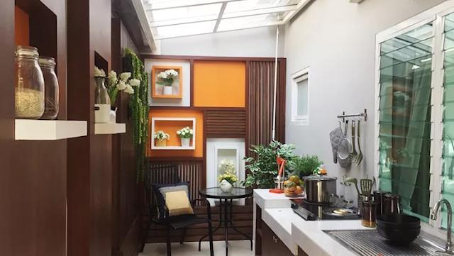 Dekorasi Dapur di Bagian Belakang Rumah