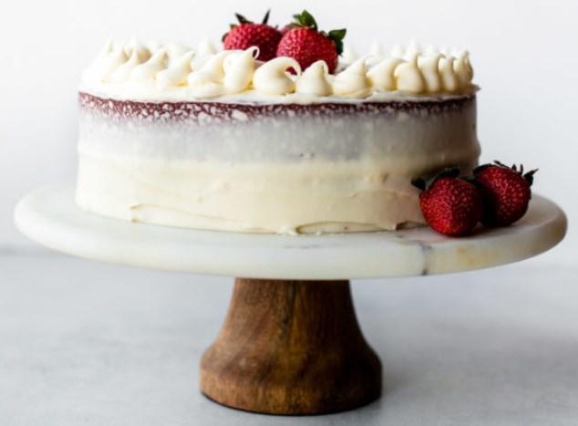 Red Velvet Layer Cake with Cream Cheese Frosting #redvelvet #cakes