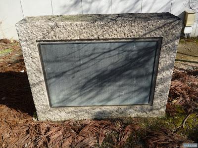 手水舎奉献者の石碑