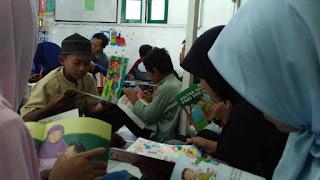 FLP Jakarta Ajak Anak-Anak Kampung Pemulung Membaca