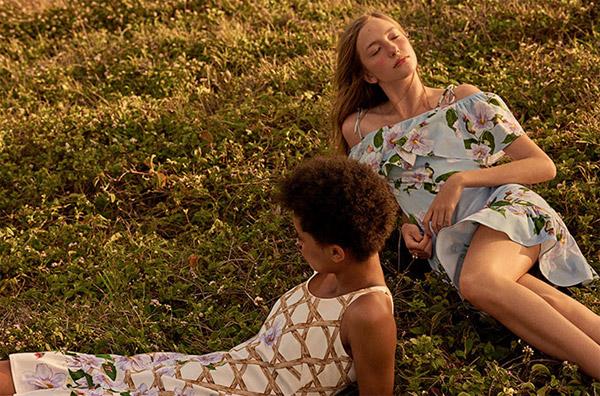 Isolda para Riachuelo vestido blusa ombro a ombro com babados e saia