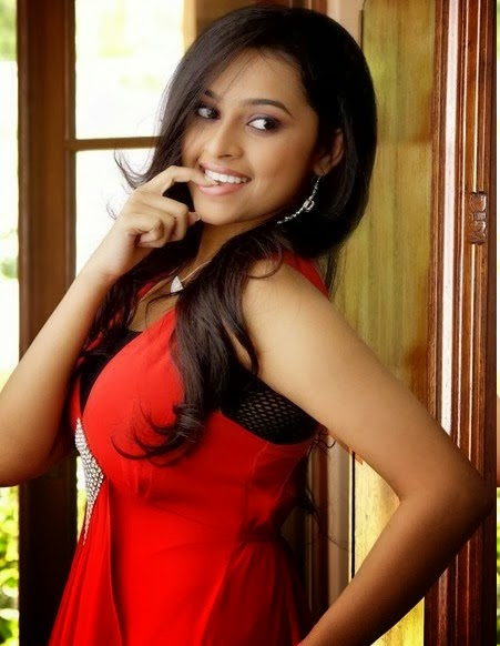 Tamil actress Sr Divya in Red dress