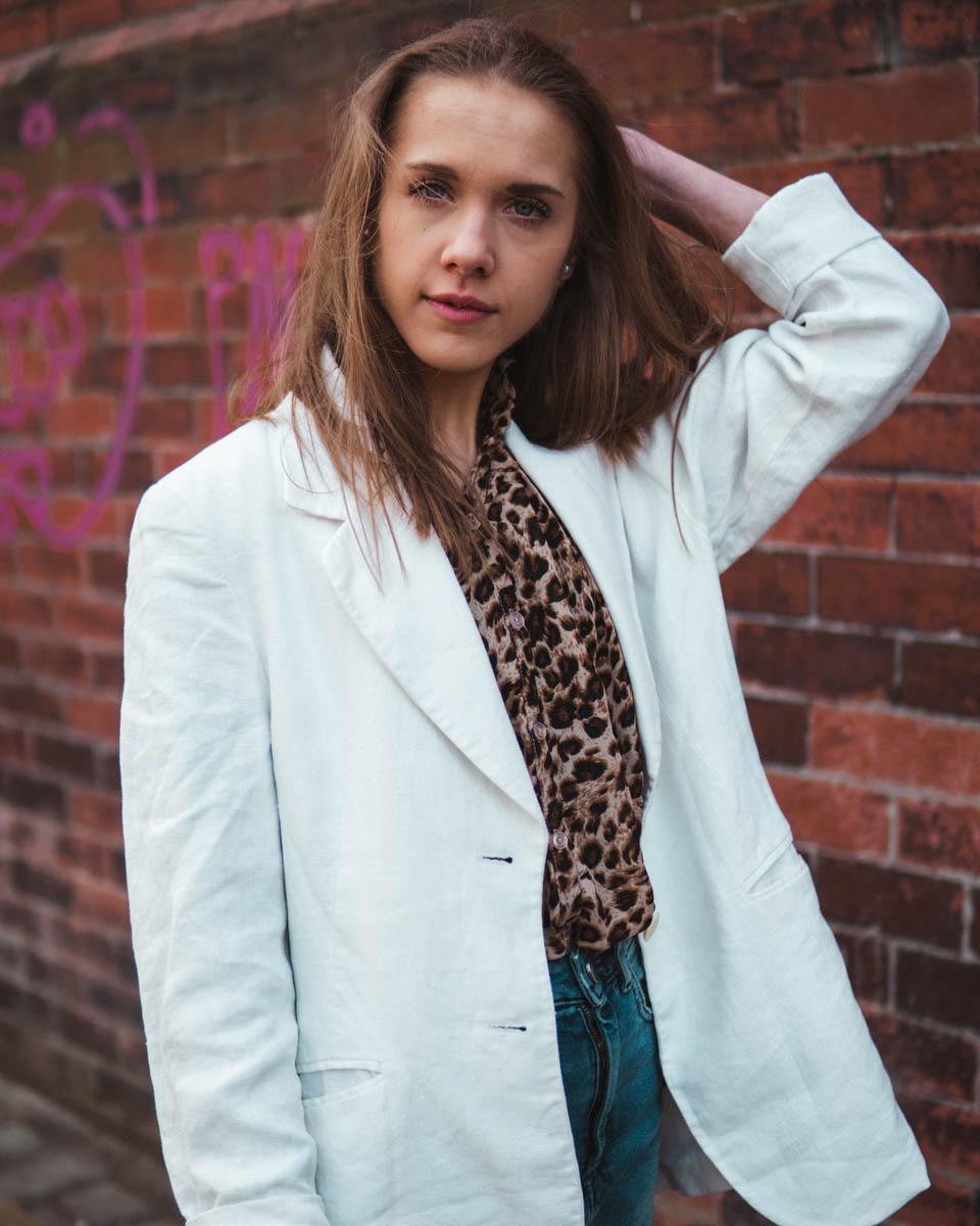 fashion-blogger-outfit-spring-2019-leopard-denim-linen