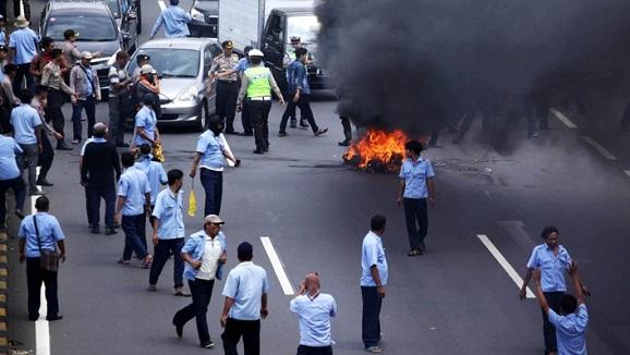 Demo Anarkis Sopir, Nampak Gerakan #BoikotTaksi di Twitter bentuk perlawanan