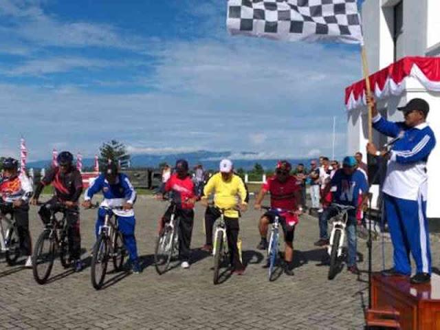 Yasin Payapo Buka Lomba Sepeda Santai Jelang HUT RI ke 73