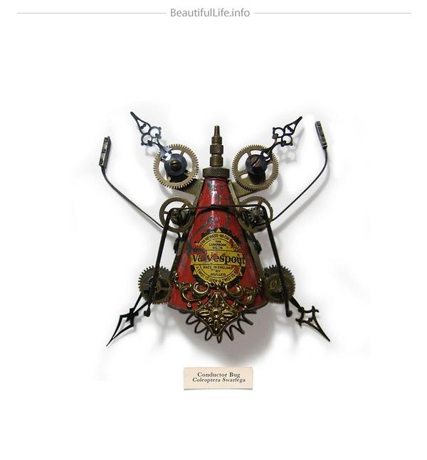 Insecto hecho con objetos de reciclaje