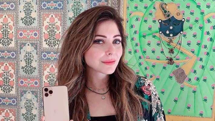 Singer Kanika Kapoor, social media