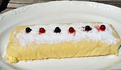 Pastel de queso blanco suave y esponjoso
