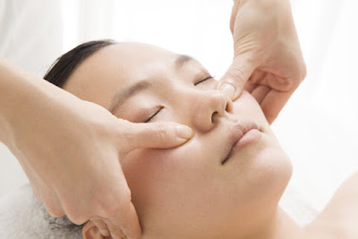 3 Facial massage techniques are easy and powerful address the symptoms of Sinusitis