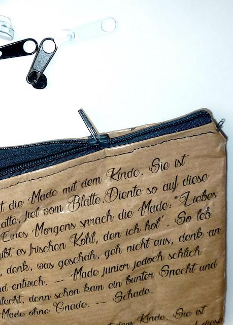 Teilansicht Mäppchen aus Papier mit Gedicht bedruckt