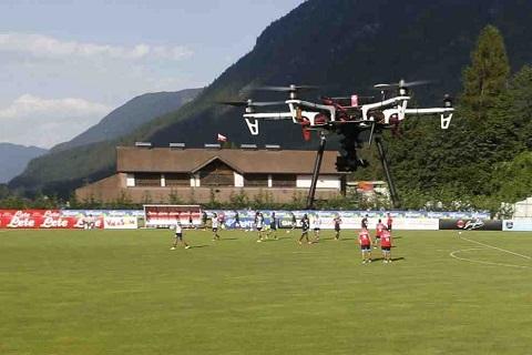 Ông Sarri sử dụng flycam trong các buổi tập để phân tích đội bóng của mình