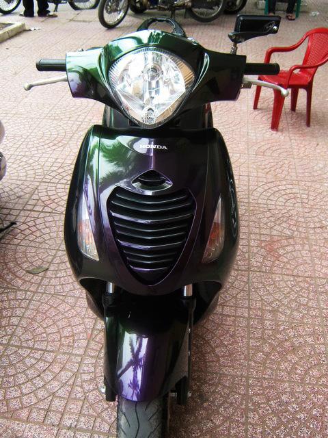 Honda Ps sơn đổi màu theo góc nhìn