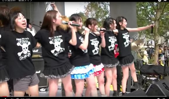 Idol Japonesa anima o público cuspindo neles