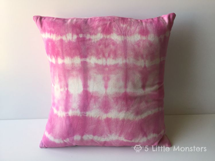 5 Little Monsters: Tie-Dyed Pillow Tutorial