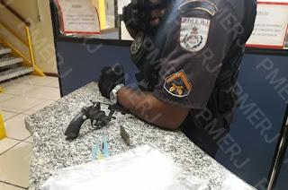http://vnoticia.com.br/noticia/3578-dois-elementos-sao-presos-com-arma-que-havia-sido-furtada-em-residencia-da-praia-de-santa-clara