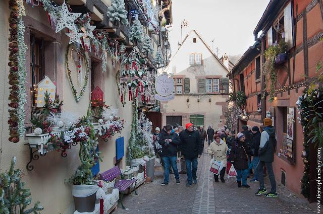 Riquewihr Alsacia Navidad decoración