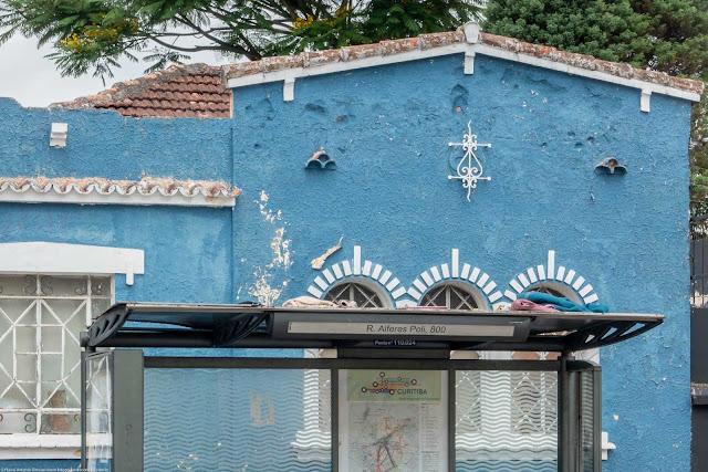 Casa na Alferes Poli, com ornamento de ferro - detalhe