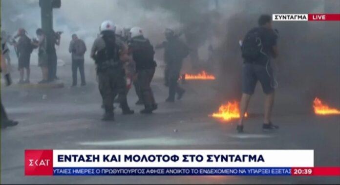 Καταγγελία για αστυνομικό που υπηρετεί στον ΣΥΡΙΖΑ ότι απέτρεψε σύλληψη κουκουλοφόρου