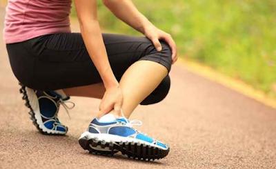 Hmm pastinya sangat menyakitkan ya kalau mengalami hal itu 17 Cara mengobati keseleo dan kecetit pada kaki