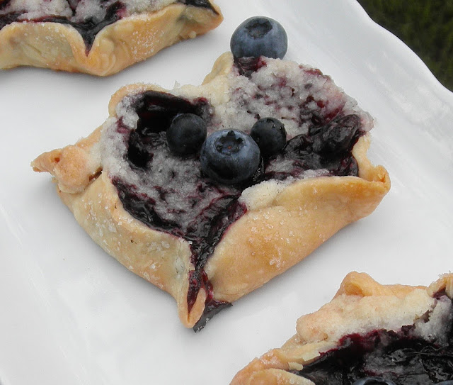 Blueberry Crumb Pie: Concetta's Cafe: Blueberry Crumble Pie Tartlets