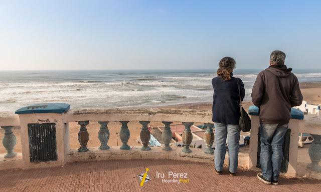 Barandilla y olas de Sidi-Ifni