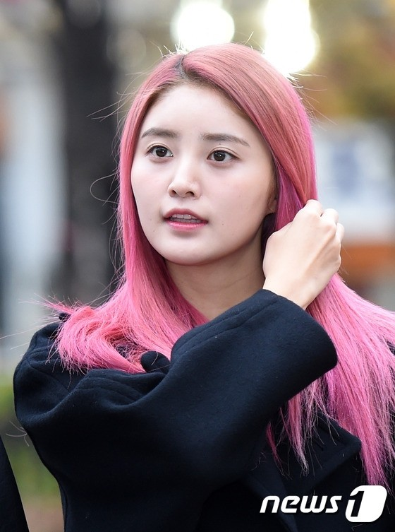 Instiz FEMALE IDOLS WHO HAD PINK OMBRE HAIR Pann