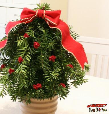 枝でクリスマスツリー