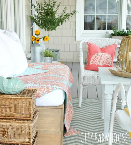 White Outdoor Wicker Chair Decor Ideas