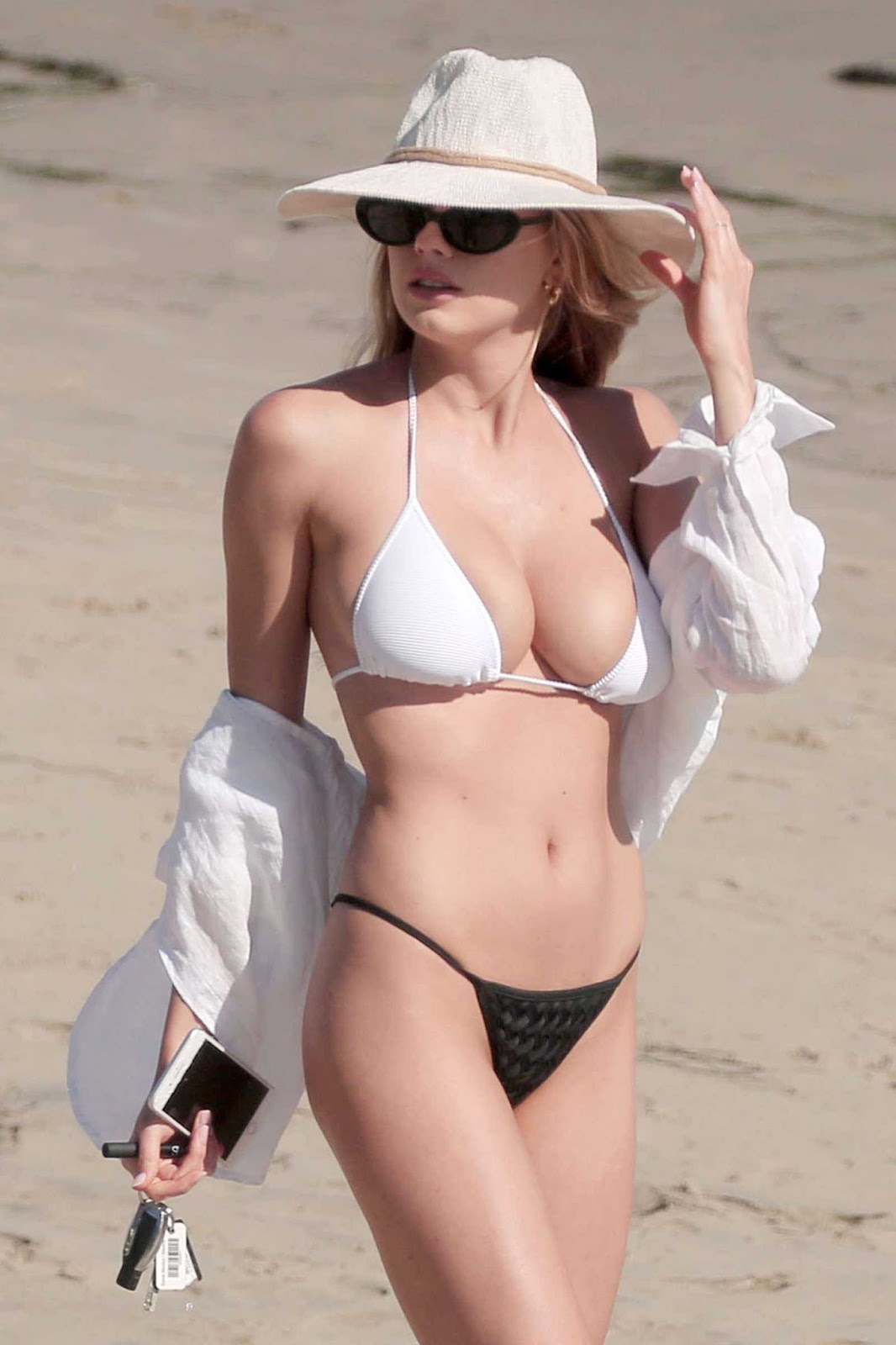 Charlotte McKinney Hot Photos