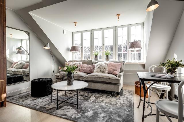 Accente subtile și feminine de roz într-o mansardă de 37 m²