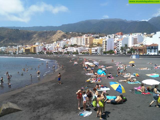 Un grupo de jóvenes realizará esta tarde tareas de limpieza en la playa de Santa Cruz de La Palma