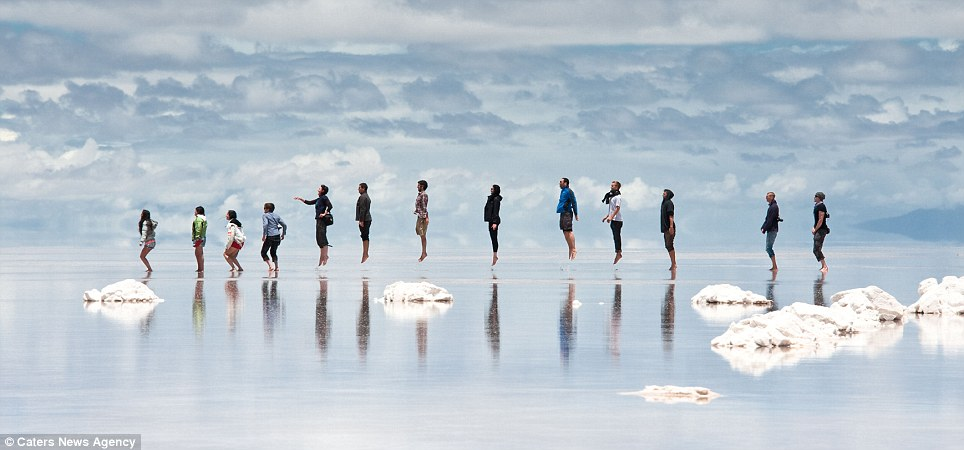 Bolivia S Salar De Uyuni World S Largest Mirrors Awesome