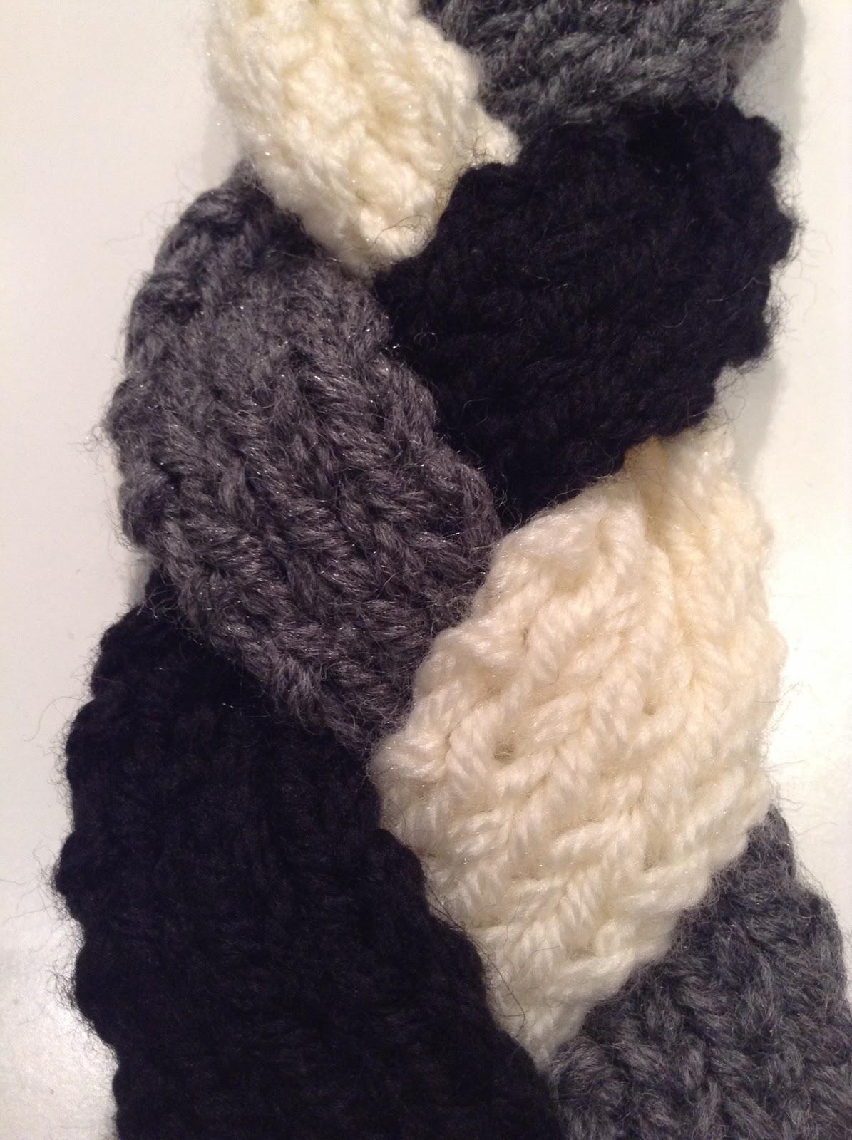 Los flecos que decoran los extremos finales de la bufanda son también de  los mismos colores 38a5a72dfef
