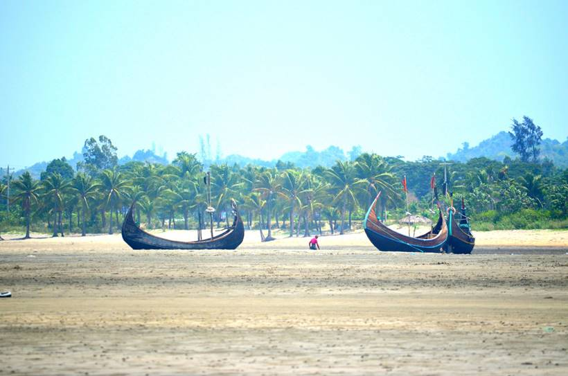 The Beaches of Longest Natural Sand. Without being interrupted by any physical obstacle. With a length of 125 kilometers, Cox's Bazar Beach, in Bangladesh, is the longest unspoiled natural sand in the world.