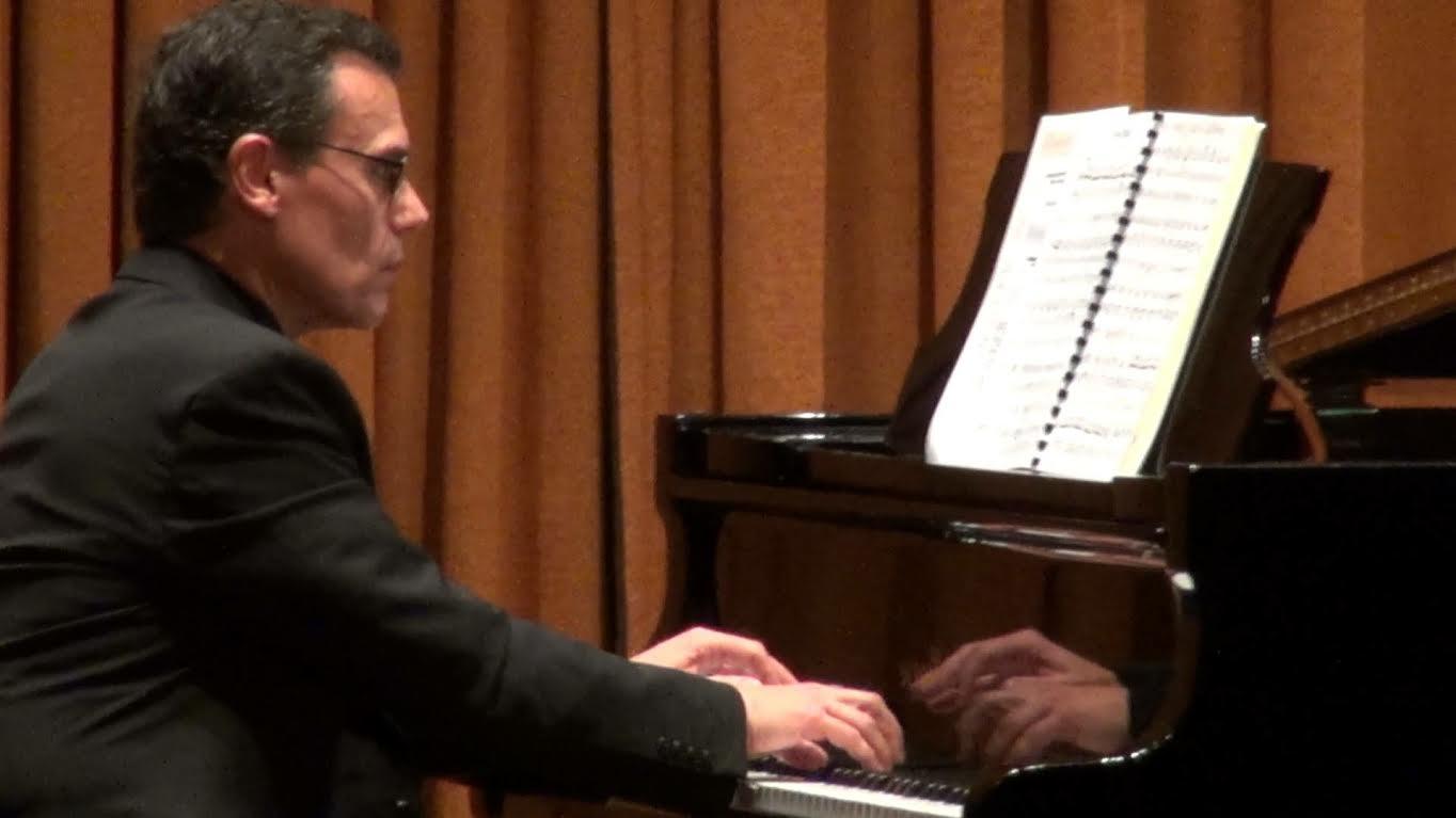 Αποτέλεσμα εικόνας για πιανίστα Δημήτρη Γιάκα