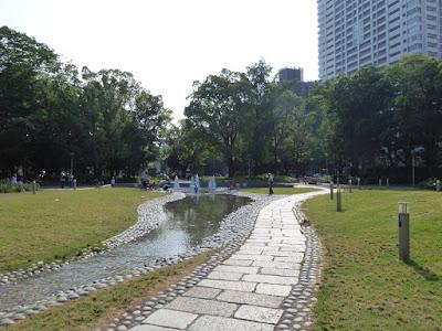 靭公園(うつぼこうえん)のバラ園 噴水
