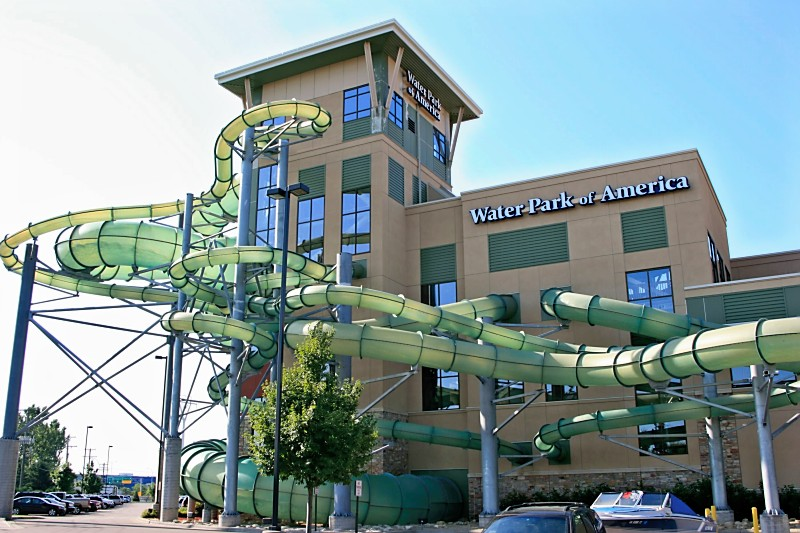 This Water Park Is Half A Mile From The Mall Of America And Largest In As Well It 10 Stories High 70 000 Square Feet