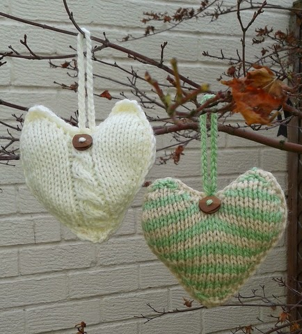 Heart Decoration Knitting Pattern : Linmary Knits: Knitted Christmas Heart decorations